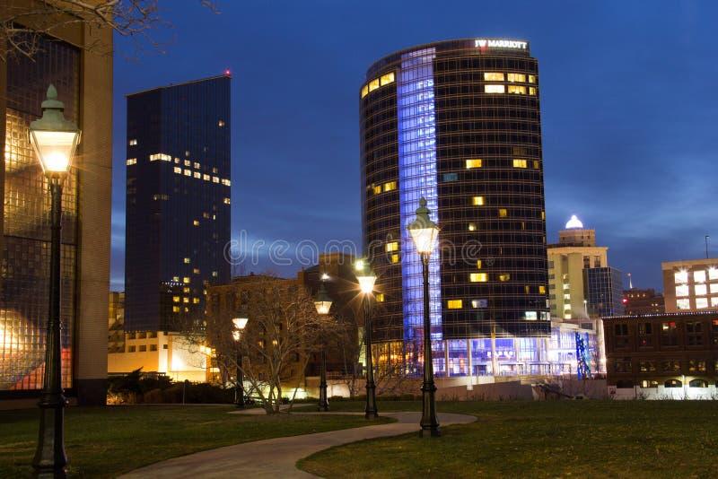 Στο κέντρο της πόλης Grand Rapids τη νύχτα στοκ φωτογραφίες