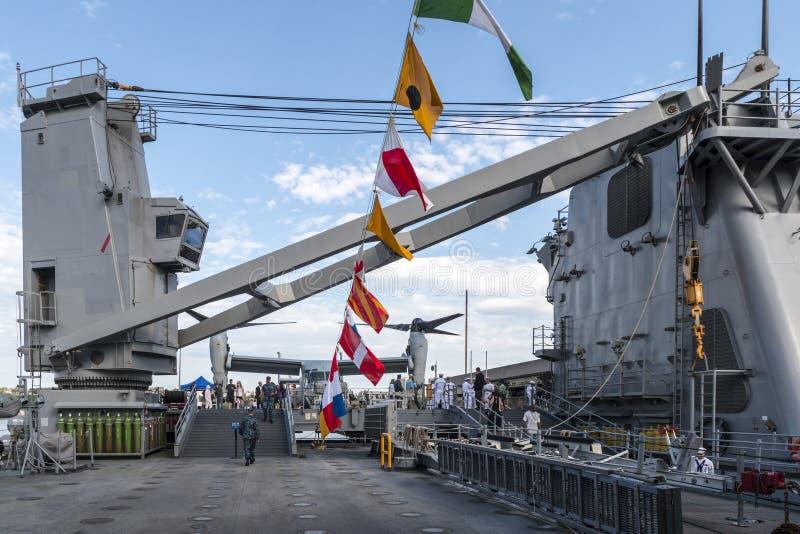 Στο δρύινο θωρηκτό ναυτικού Hill USS κατά τη διάρκεια της εβδομάδας 2014 στόλου στοκ φωτογραφίες