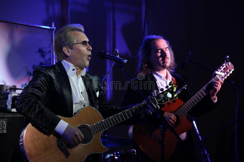 Στο σκηνικό τραγουδώντας κύριο του ρωσικού ρωμανικού, ρωσικού αστέρας της ποπ, τον τραγουδιστή και το μουσικό Αλέξανδρος Malinin στοκ φωτογραφίες με δικαίωμα ελεύθερης χρήσης