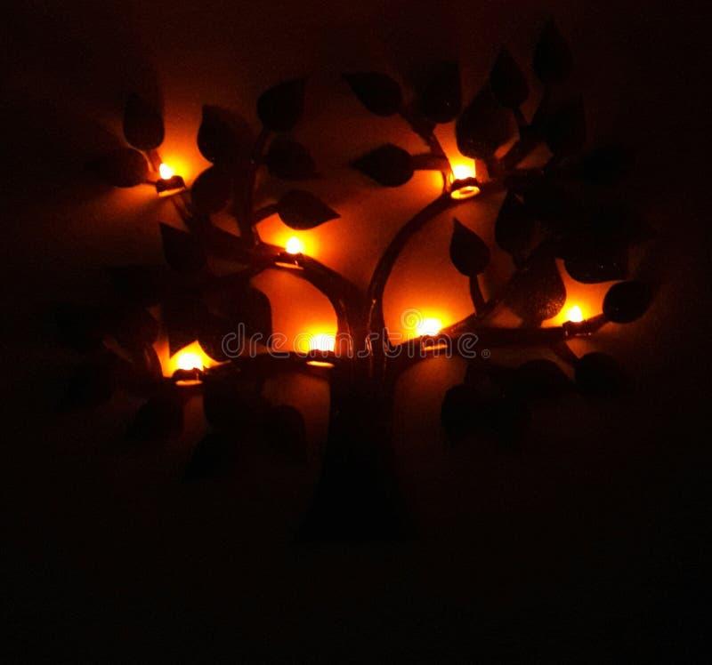 Στο σκοτάδι ένα φως δίνει την ελπίδα του u να πάει προς τα εμπρός στοκ εικόνες με δικαίωμα ελεύθερης χρήσης