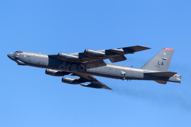Στρατηγικά αεροσκάφος βομβαρδιστικών αεροπλάνων USAF Boeing β-52H Stratofortress Ηνωμένης Πολεμικής Αεροπορίας 61-0012 από τη βάσ στοκ εικόνες