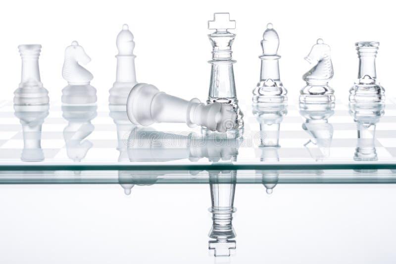 Στρατηγική ματ στον πίνακα σκακιού, νίκη επιχειρησιακού πολέμου στοκ φωτογραφία