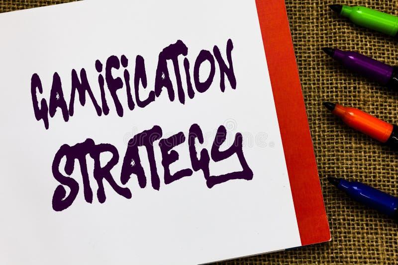 Στρατηγική Gamification κειμένων γραφής Η έννοια που σημαίνει τις ανταμοιβές χρήσης για το κίνητρο ενσωματώνει τους μηχανικούς πα στοκ εικόνα
