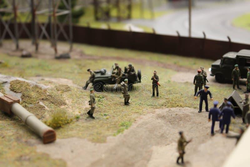 Στρατιωτική παρέλαση, στρατιωτικοί εξοπλισμός και συστήματα περιπάτων στρατιωτών στοκ εικόνα με δικαίωμα ελεύθερης χρήσης