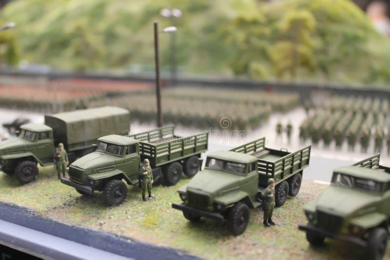 Στρατιωτική παρέλαση, στρατιωτικοί εξοπλισμός και συστήματα περιπάτων στρατιωτών στοκ εικόνες με δικαίωμα ελεύθερης χρήσης