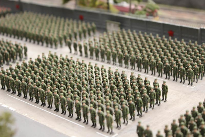 Στρατιωτική παρέλαση, στρατιωτικοί εξοπλισμός και συστήματα περιπάτων στρατιωτών στοκ φωτογραφίες