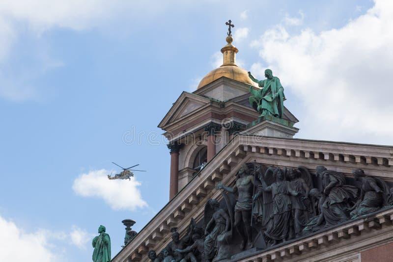 Στρατιωτική παρέλαση αεροπορίας στη Αγία Πετρούπολη στοκ εικόνες
