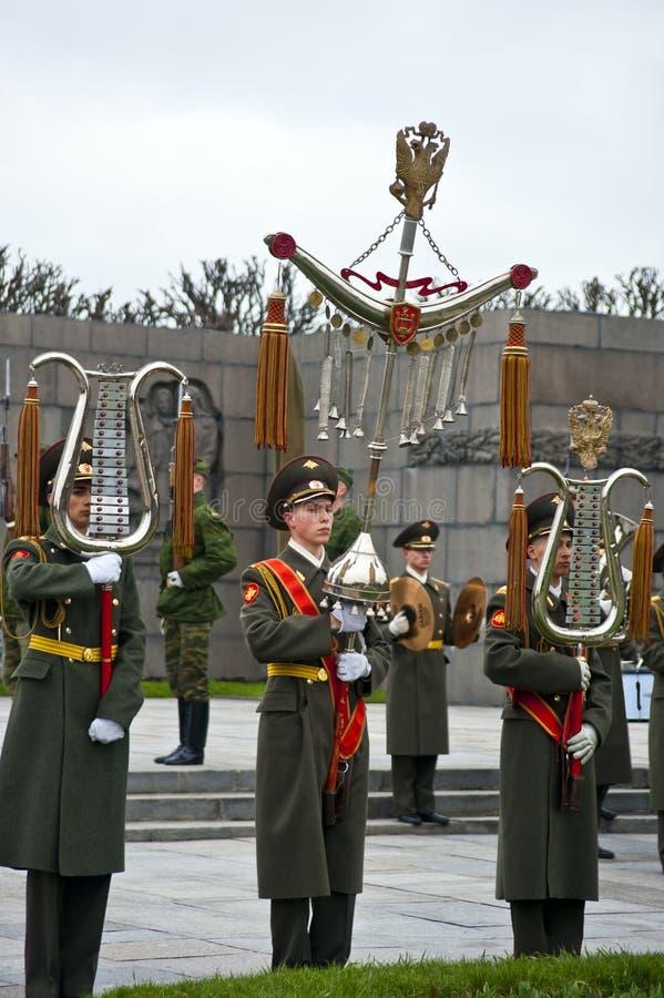 Στρατιωτική παρέλαση στο αναμνηστικό νεκροταφείο Piskarevskoye στοκ εικόνες
