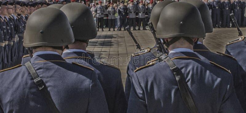 Στρατιωτικοί μαθητές στρατιωτικής σχολής που παρατάσσονται στο τετράγωνο στοκ φωτογραφία με δικαίωμα ελεύθερης χρήσης