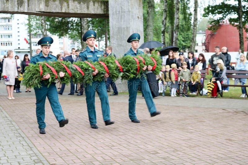 Στρατιωτικός και παλαιός παλαίμαχος παππούδων ατόμων ατόμων του δεύτερου παγκόσμιου πολέμου στην ημέρα μεταλλίων της νίκης Μόσχα, στοκ φωτογραφία με δικαίωμα ελεύθερης χρήσης