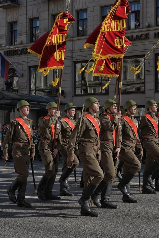 Στρατιώτες υπό μορφή μεγάλου πατριωτικού πολέμου στη νίκη Δ στοκ εικόνα