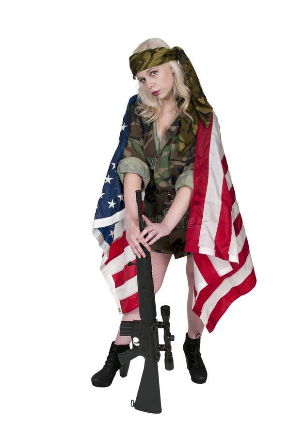 Στρατιώτης γυναικών με τη αμερικανική σημαία στοκ φωτογραφίες