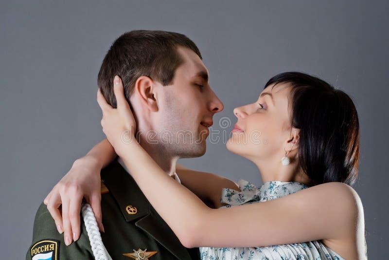 Στρατιώτης και κορίτσι στοκ εικόνες