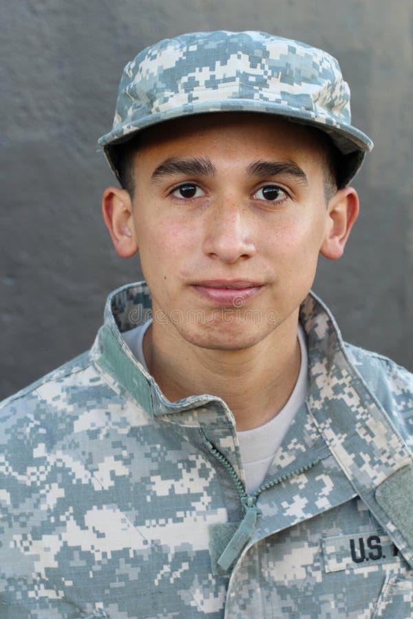 Στρατιώτης με ένα σοβαρό πορτρέτο έκφρασης στοκ εικόνα με δικαίωμα ελεύθερης χρήσης
