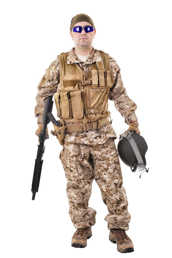 Στρατιώτης σε ομοιόμορφο, έτοιμος να παλεψει στοκ φωτογραφίες
