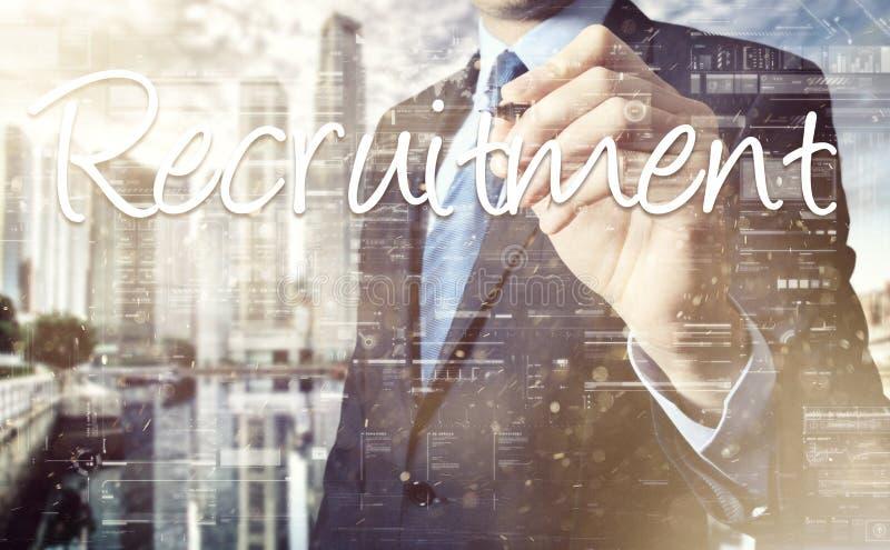 Στρατολόγηση γραψίματος επιχειρηματιών στην εικονική οθόνη πίσω από την ΤΣΕ στοκ φωτογραφία