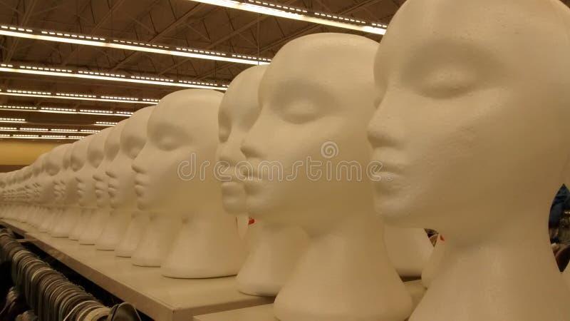 Στρατός των κεφαλιών μανεκέν στοκ φωτογραφία