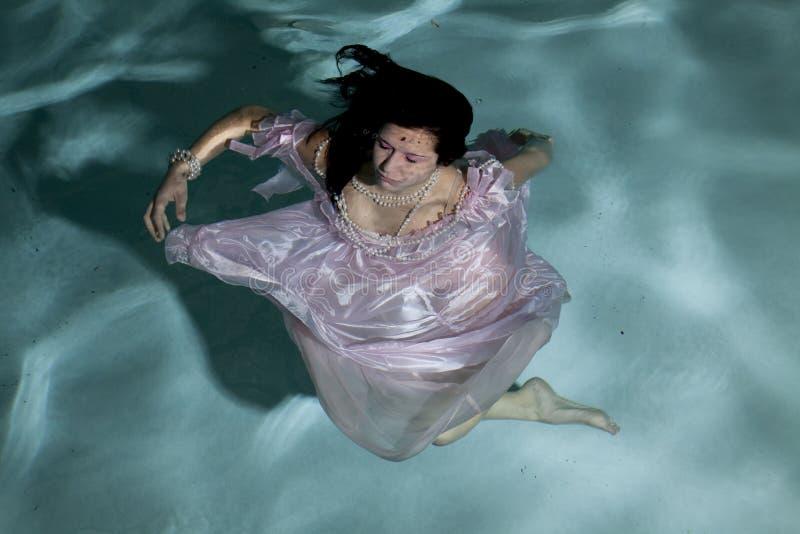στροβίλισμα κάτω από το ύδω στοκ εικόνες με δικαίωμα ελεύθερης χρήσης