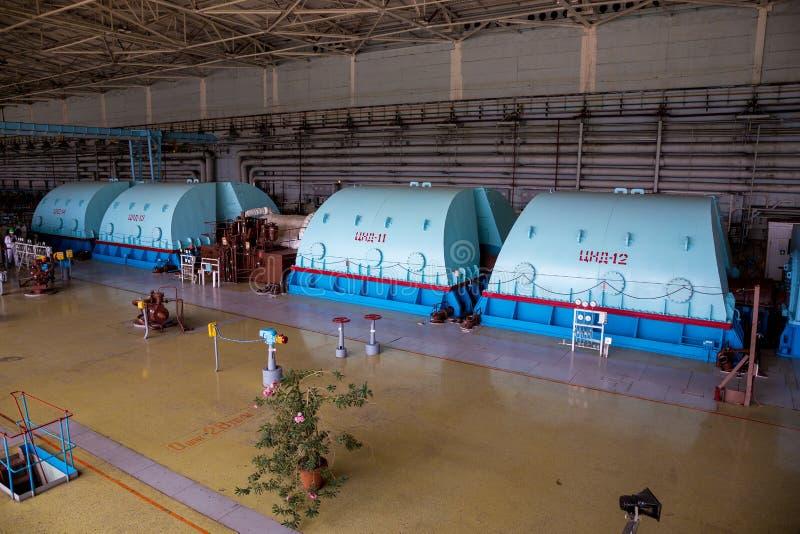 Στροβιλο γεννήτρια με την ψύξη υδρογόνου στο δωμάτιο μηχανημάτων του πυρηνικού σταθμού στοκ εικόνες