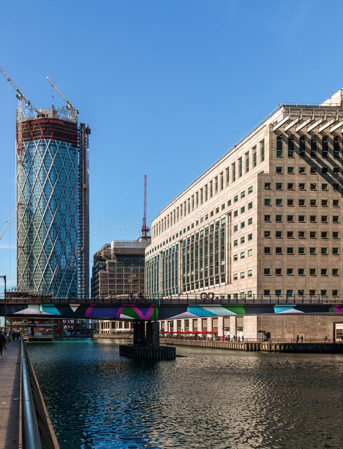 Στρογγυλή μέση αποβάθρα στο Canary Wharf στοκ φωτογραφίες