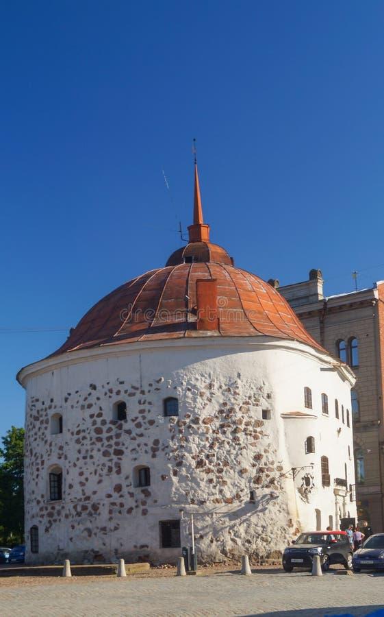 Στρογγυλός πύργος στο τετράγωνο αγοράς στο παλαιό μεσαιωνικό μέρος Vyborg στοκ εικόνες με δικαίωμα ελεύθερης χρήσης