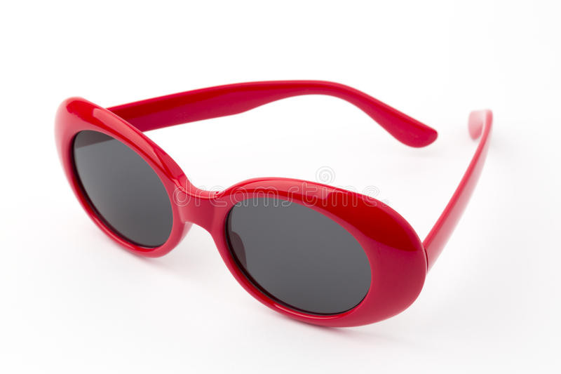 Στρογγυλά γυαλιά που απομονώνονται στο άσπρο υπόβαθρο, εκλεκτής ποιότητας γυαλιά ηλίου, κόκκινα στοκ εικόνα