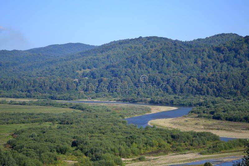Στροφές του βουνού riwer στοκ εικόνα