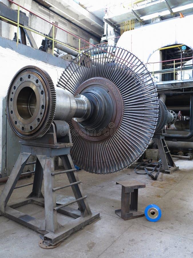 Στρόβιλος ατμού γεννητριών δύναμης κατά τη διάρκεια της επισκευής στις εγκαταστάσεις παραγωγής ενέργειας στοκ φωτογραφίες με δικαίωμα ελεύθερης χρήσης