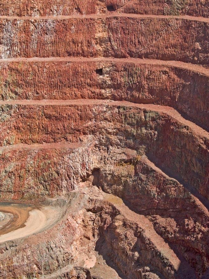 στρώματα βράχου ορυχείων βαθιών τρυπών στοκ εικόνα με δικαίωμα ελεύθερης χρήσης