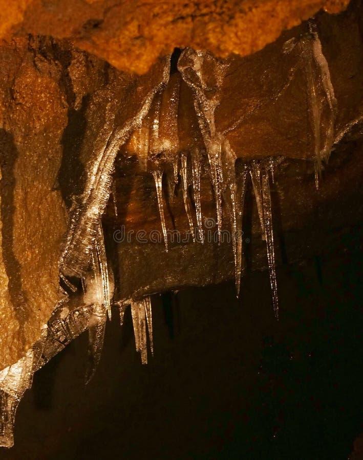 Στυλοβάτες πάγου στη σπηλιά πάγου Narusawa στοκ φωτογραφία με δικαίωμα ελεύθερης χρήσης