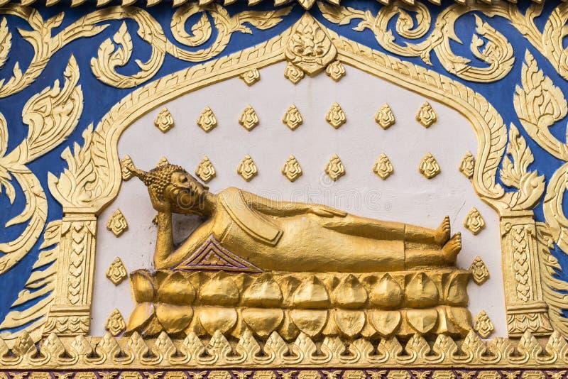 Στόκος του Βούδα με το όμορφο ταϊλανδικό σχέδιο στο ναό στοκ φωτογραφία με δικαίωμα ελεύθερης χρήσης