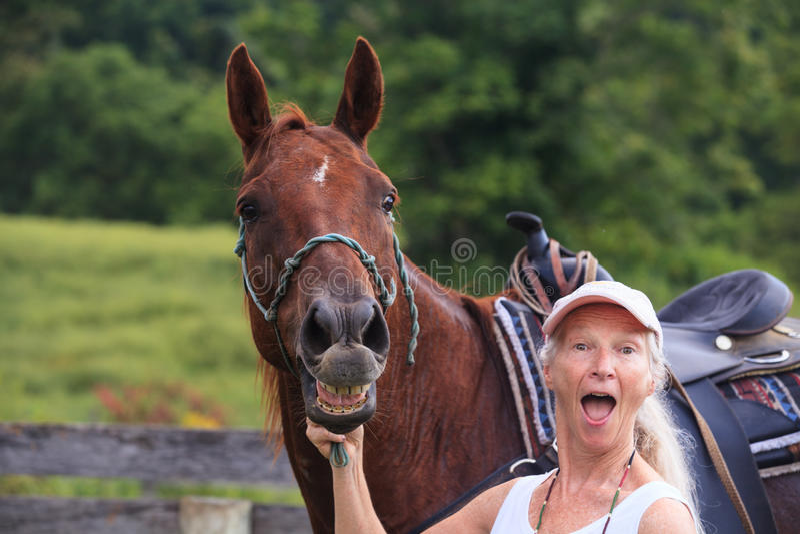 Στόμα αλόγου που πιάνεται σε ένα χλιμίντρισμα στοκ φωτογραφία με δικαίωμα ελεύθερης χρήσης