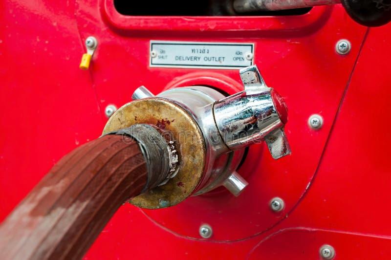 Στόμιο υδροληψίας πυρκαγιάς, σύνδεση μανικών, εξοπλισμός προσβολής του πυρός για την πυρκαγιά στοκ φωτογραφίες με δικαίωμα ελεύθερης χρήσης