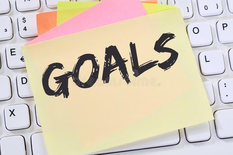 Στόχοι στόχου στις φιλοδοξίες και την επιχειρησιακή έννοια αριθ. επιτυχίας αύξησης στοκ εικόνα
