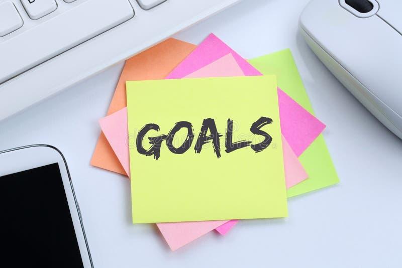 Στόχοι στόχου στις φιλοδοξίες και την επιχειρησιακή έννοια de επιτυχίας αύξησης στοκ εικόνες