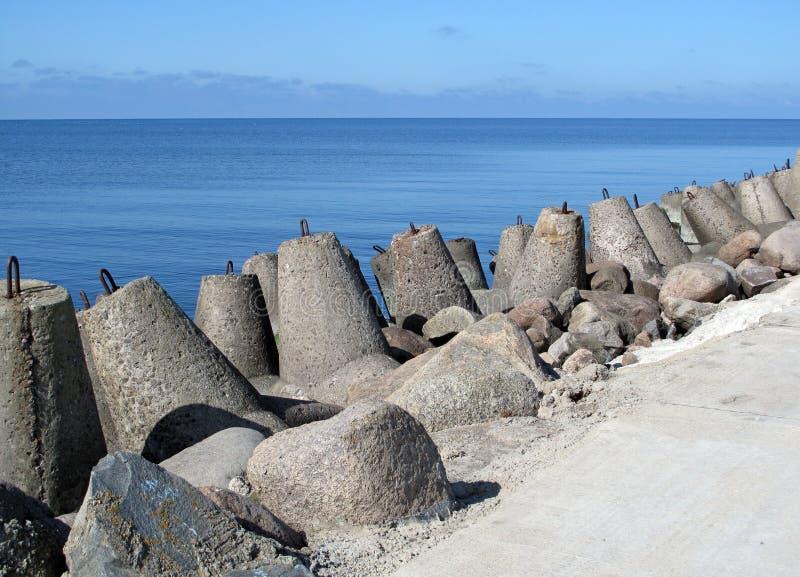 Συγκεκριμένο εμπόδιο θάλασσας στοκ εικόνα με δικαίωμα ελεύθερης χρήσης