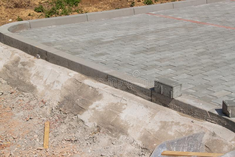 Συγκεκριμένο πεζοδρόμιο Κατασκευή μιας νέας οδού roadwork στοκ φωτογραφία