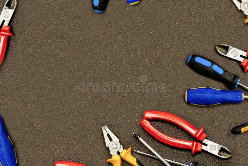 Συγκεντρώνοντας το εργαλείο επίπλων που στρίβει τις πένσες κατσαβιδιών καθορισμένες σχεδιάστε το αντίγραφο γωνίας οικοδόμησης εκκ στοκ φωτογραφία με δικαίωμα ελεύθερης χρήσης