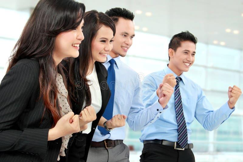 Συγκινημένη ομάδα επιχειρηματιών στοκ φωτογραφίες