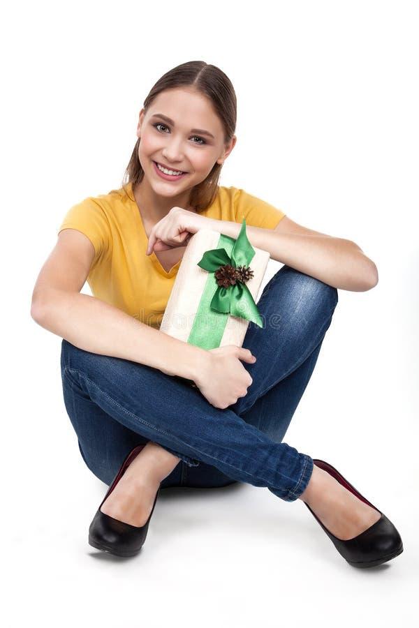Συγκινημένη ψωνίζοντας γυναίκα με τα κιβώτια δώρων - επιχειρηματίας - εικόνα αποθεμάτων στοκ φωτογραφίες με δικαίωμα ελεύθερης χρήσης