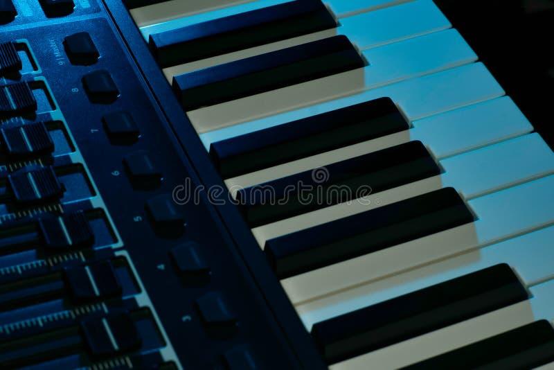Συγκομιδή του μπλε πληκτρολογίου στοκ φωτογραφίες