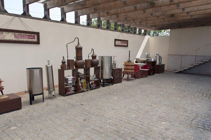Συγκομιδή σταφυλιών: παλαιό πιεστήριο σταφυλιών σε μια φωτογραφία Shabo, περιοχή της Οδησσός, της Ουκρανίας οινοποιιών, στις 20 Ι στοκ εικόνες