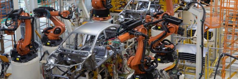 Συγκόλληση του σώματος αυτοκινήτων Αυτοκίνητη γραμμή παραγωγής Μακροχρόνιο σχήμα Ευρύ πλαίσιο στοκ εικόνα με δικαίωμα ελεύθερης χρήσης