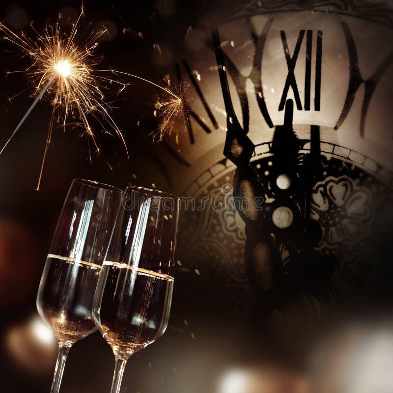 Συγχαρητήρια με τη σαμπάνια και το ρολόι για το νέο έτος στοκ εικόνα με δικαίωμα ελεύθερης χρήσης