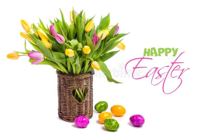 Συγχαρητήρια σε Πάσχα Ακόμα ζωή των τουλιπών και των αυγών στοκ φωτογραφίες