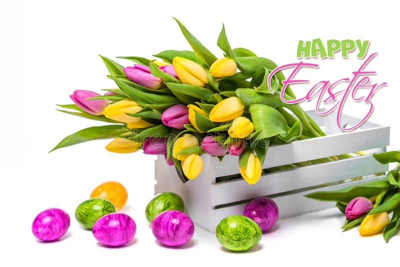 Συγχαρητήρια σε Πάσχα Ακόμα ζωή των τουλιπών και των αυγών στοκ εικόνα με δικαίωμα ελεύθερης χρήσης