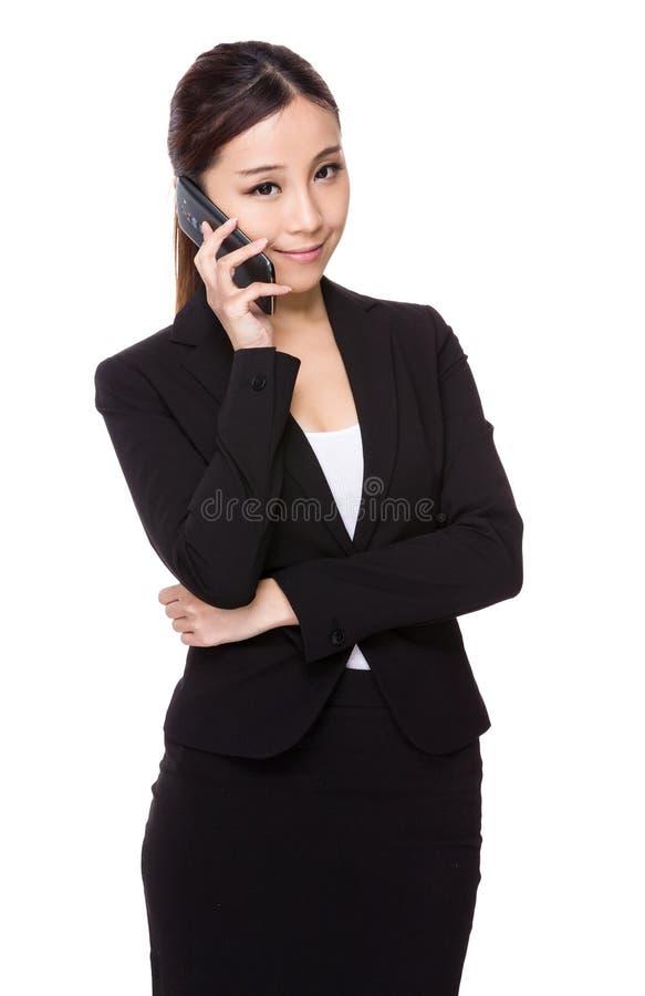 Συζήτηση επιχειρηματιών στο τηλέφωνο στοκ φωτογραφίες