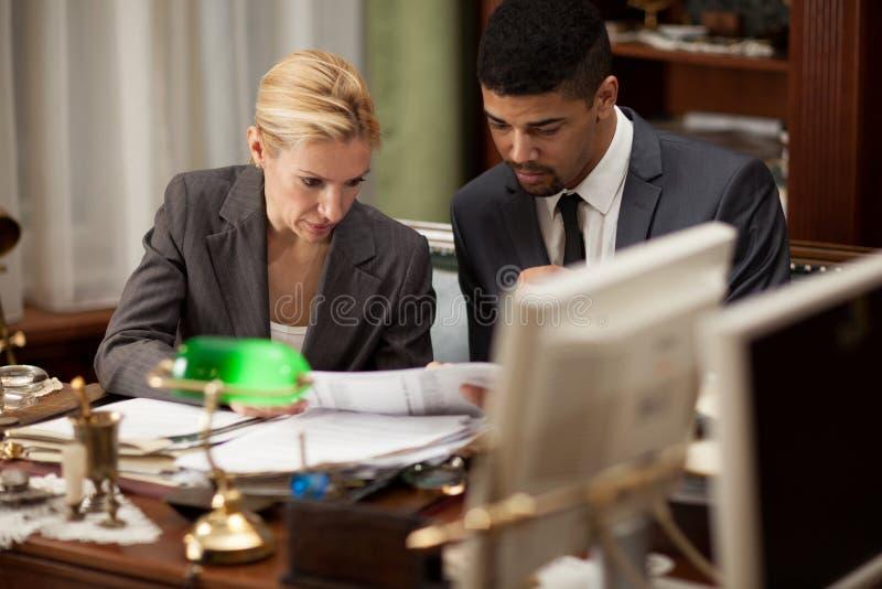 συζήτηση επιχειρηματιών &epsilo στοκ εικόνα