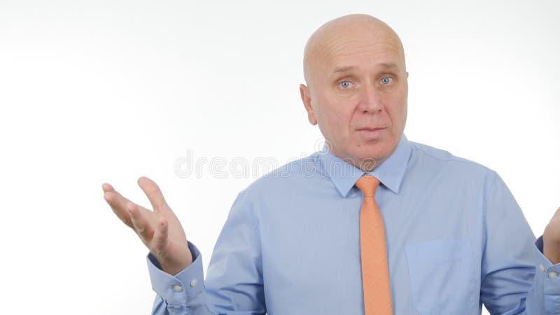 Συζήτηση και Gesticulate επιχειρηματιών σε μια επιχειρησιακή συνέντευξη στοκ εικόνες