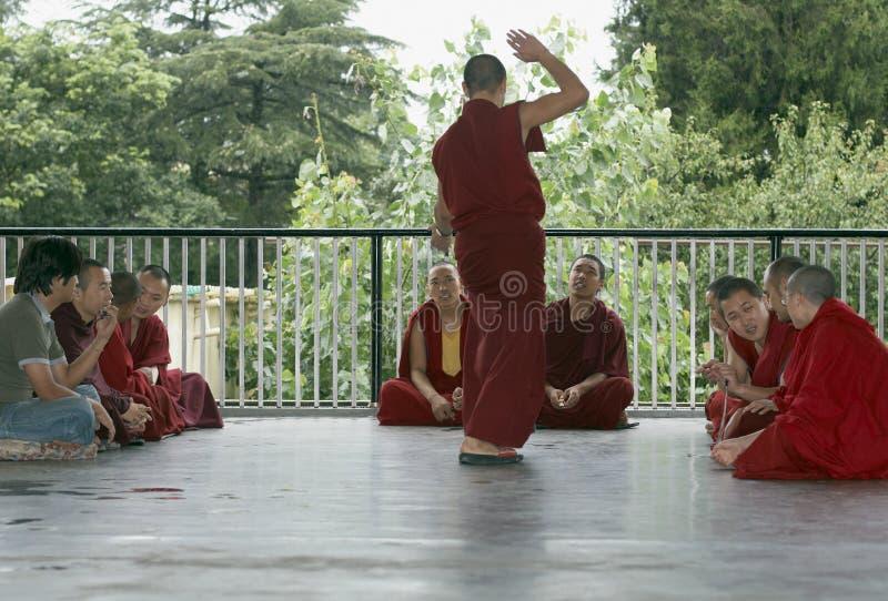 συζητώντας μοναχοί στοκ εικόνες